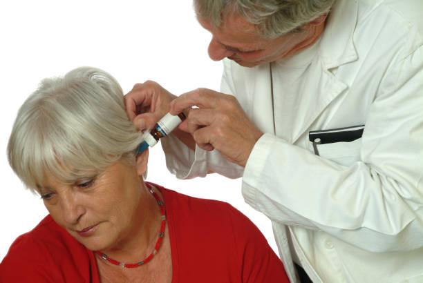 pemberian obat tetes telinga efek lokal